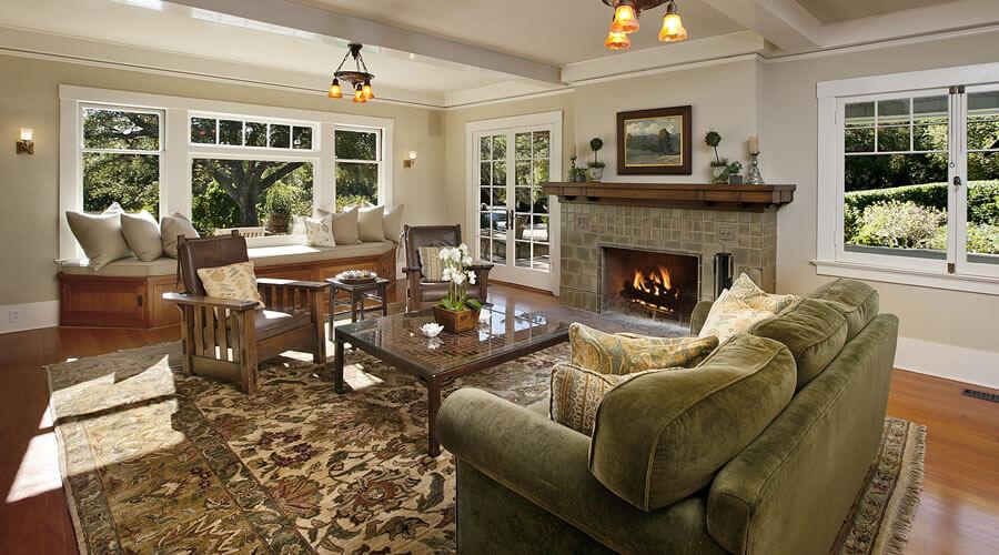 Interior ranch house style-Big windows