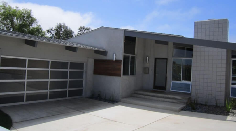 mid-century-modern-home-exterior-paint-colors-mudroom-Kitchen-Style-Expansive-Doors-Architects-Sprinklers