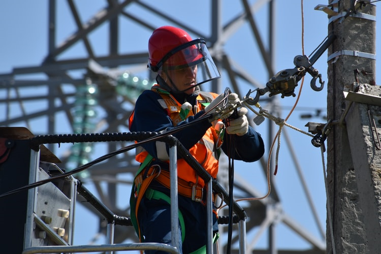 Emergency Electricians – Skills And Qualities They Should Possess