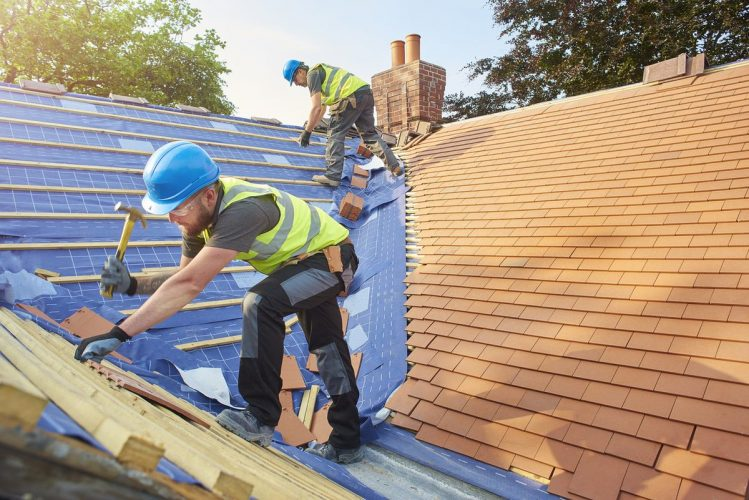 Roof Maintenance – Short Guide to Simplify Roof Cleaning & Maintenance