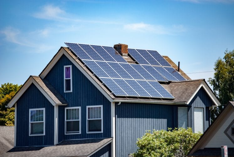 10 Things to Know Before Turning Your House Into a Solar Panel Home